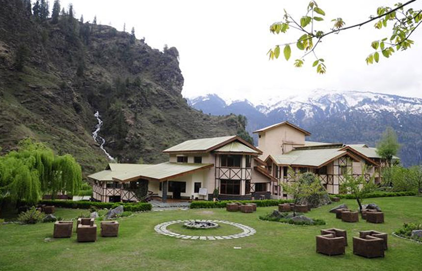 Why You Should Choose Solang Valley Resorts in Kullu Manali for Holiday?
