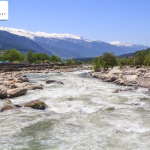 What are the Advantage of Staying in a Resort in Manali on a Holiday?